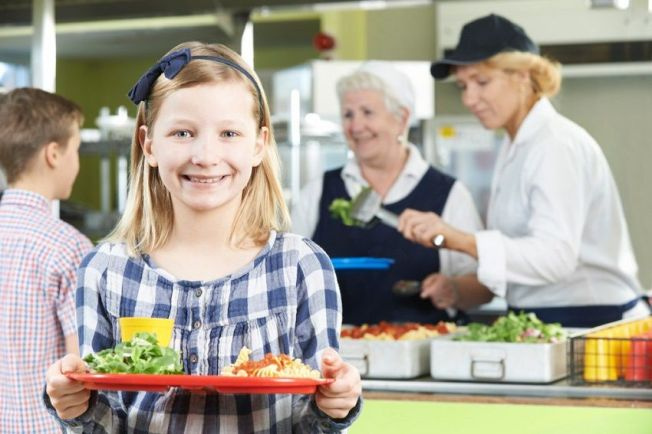 Kids-Eat-Healthy-Lunch-School